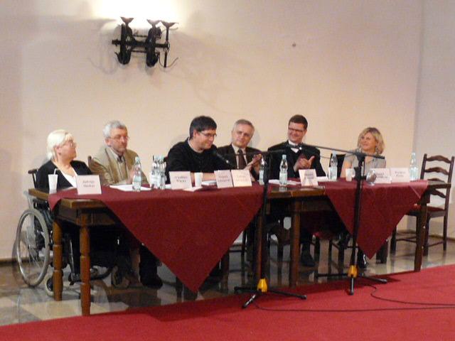 zdj.sympozjum silny potrzebuje słabego zamek2008