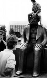 21Marx-Engels-Platz, 1990